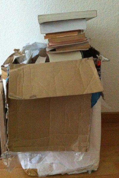 libros en cajas