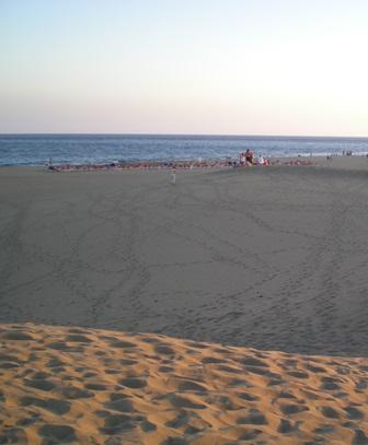 En las dunas de Maspalomas, durante nuestros vanos intentos de sacar un buen video